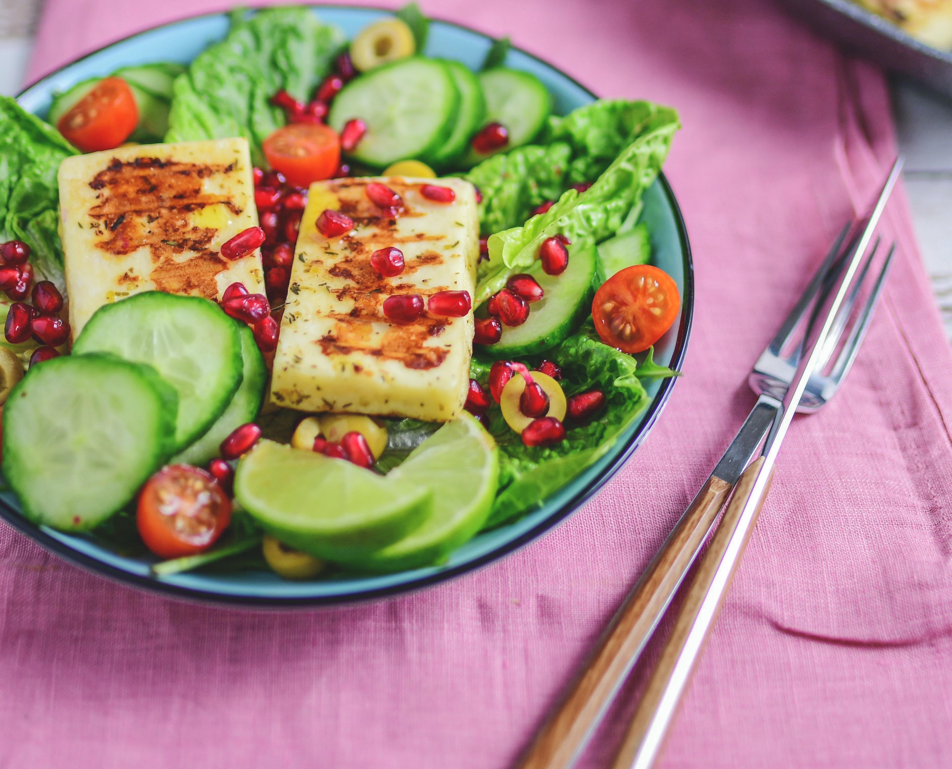 salatka-z-grillowanym-serem-halloumi