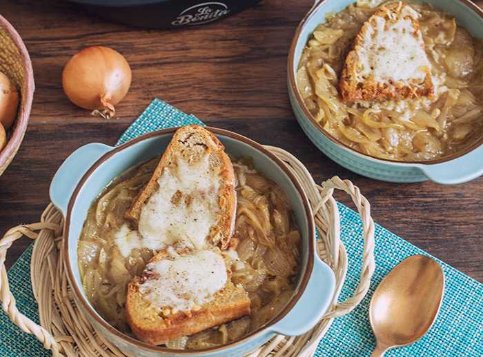 zupa-cebulowa-z-grzankami