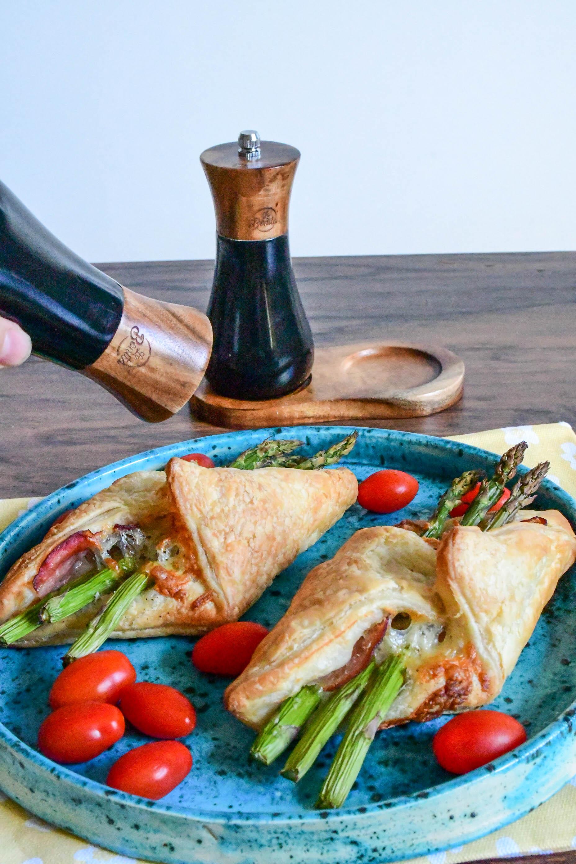 szparagi-w-ciescie-francuskim-z-szynka-i-serem
