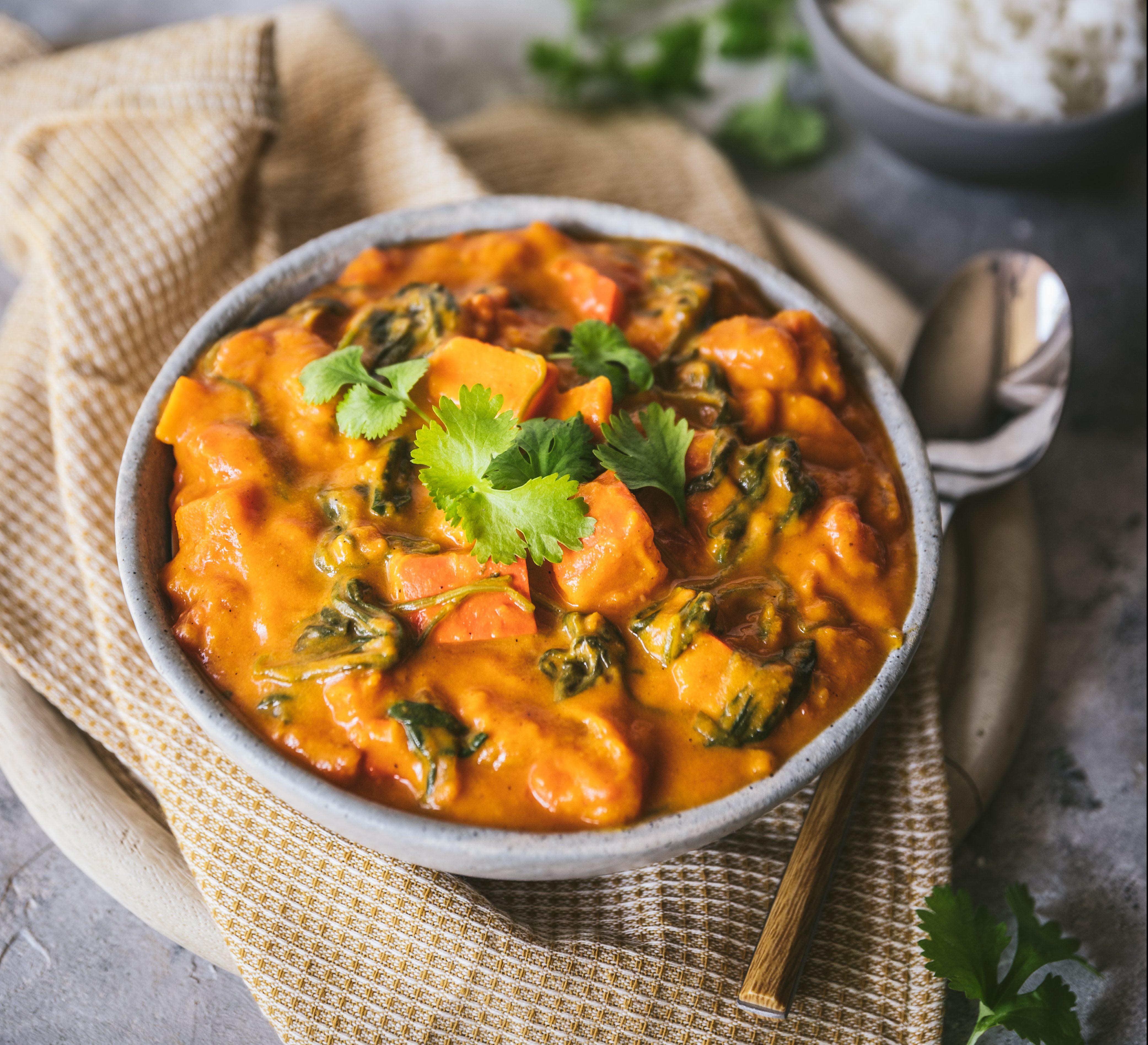 dyniowe-curry-ze-szpinakiem-i-maslem-orzechowym