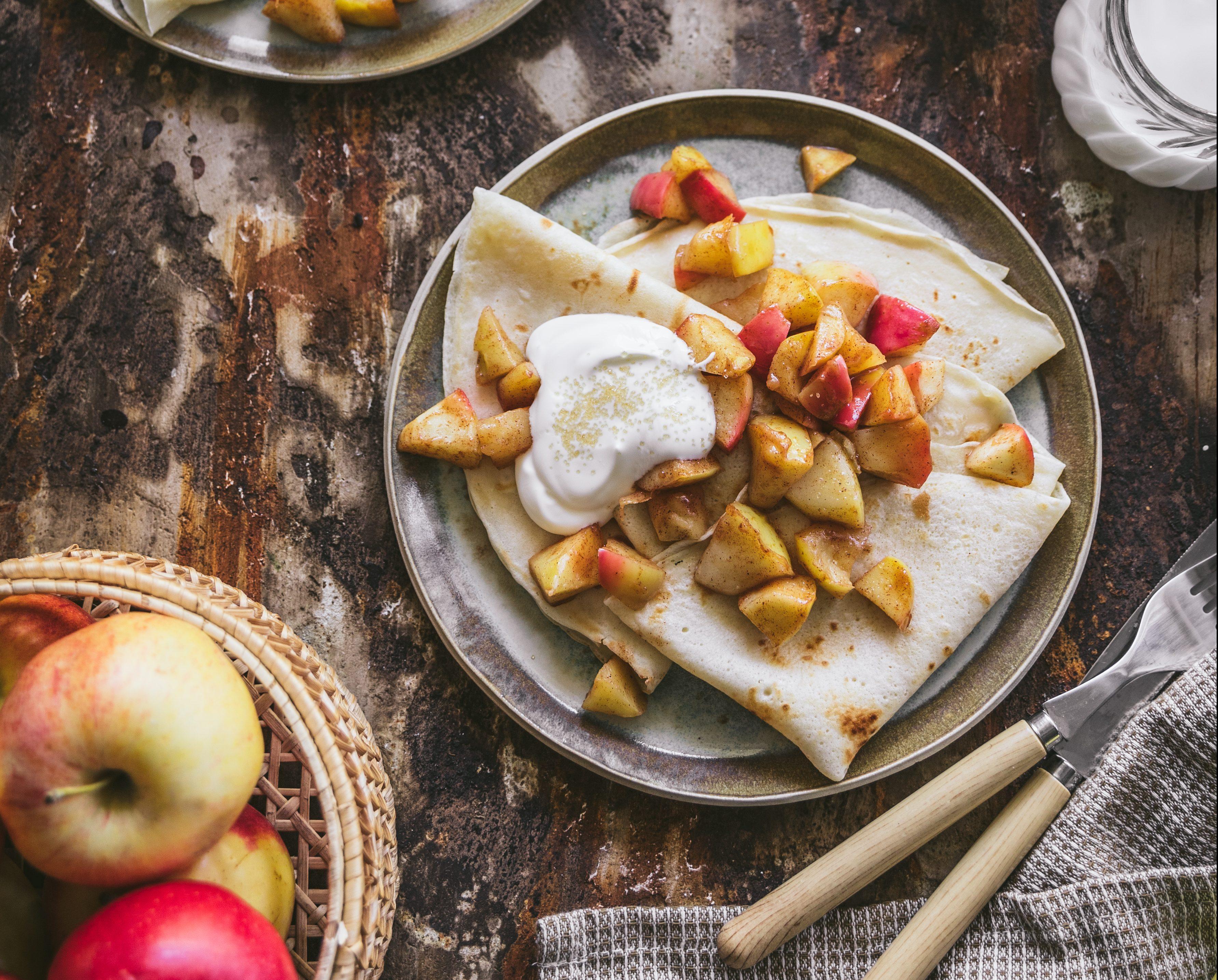 nalesniki-ze-smazonymi-jablkami